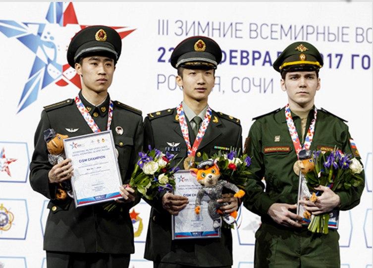 Поздравляем Дениса Айрапетяна с бронзовой медалью на III Всемирных военных зимних играх в Сочи (третий справа)!
