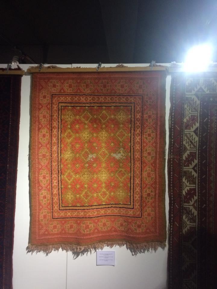 В обязательном порядке на армянских коврах встречаются кресты