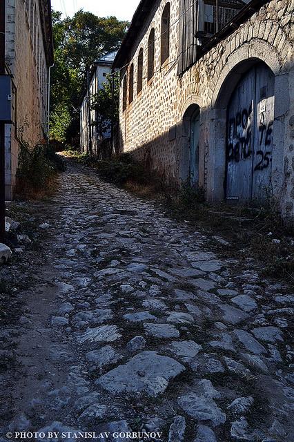 Живописные мощённые камнем улицы