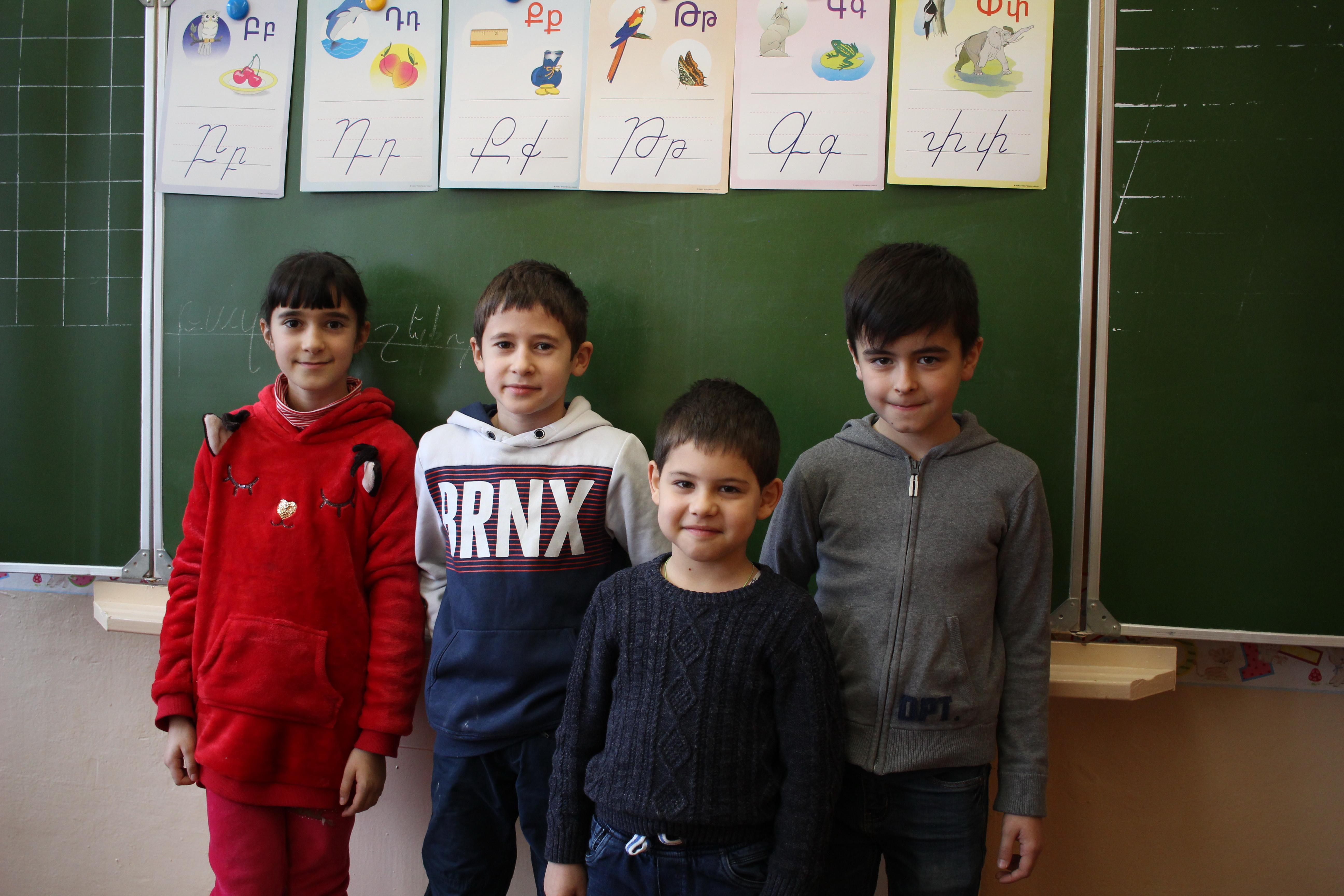 Гаспар Аветисян (второй слева)