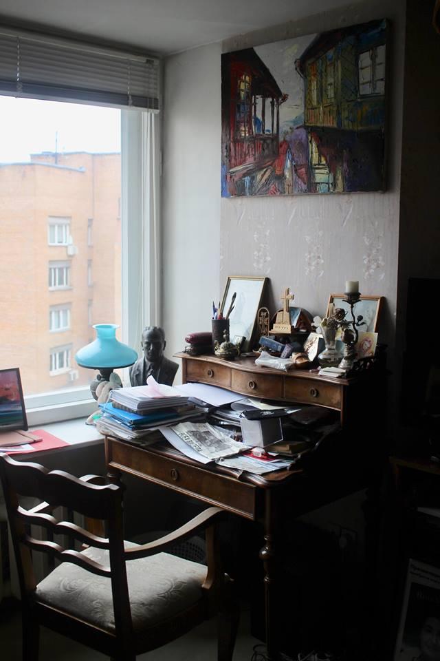 Картина над рабочим столом Н.Микоян