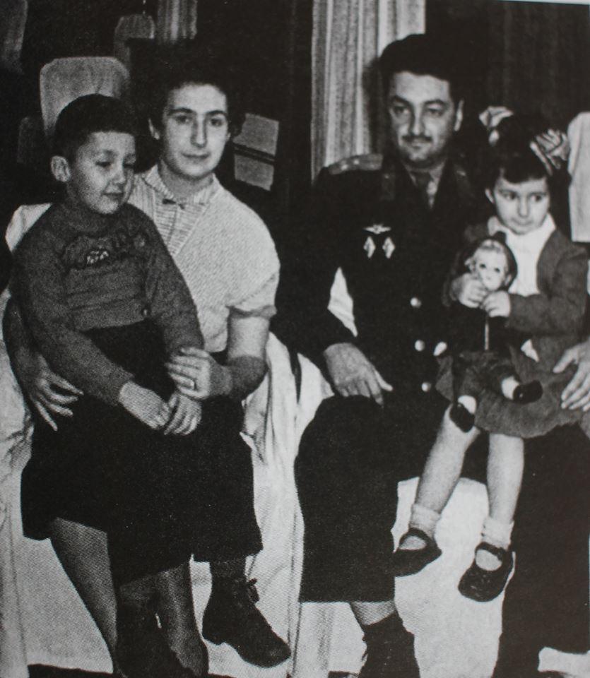 С А.Микояном и детьми, 1956 г.